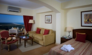 yellow-praia-de-monte-gordo-hotel-room-yellow-monte-gordo_junior-suite4